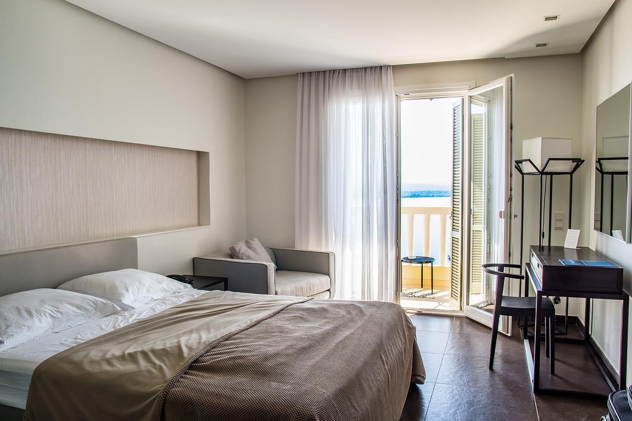 Hotelværelse med udsigt over vandet